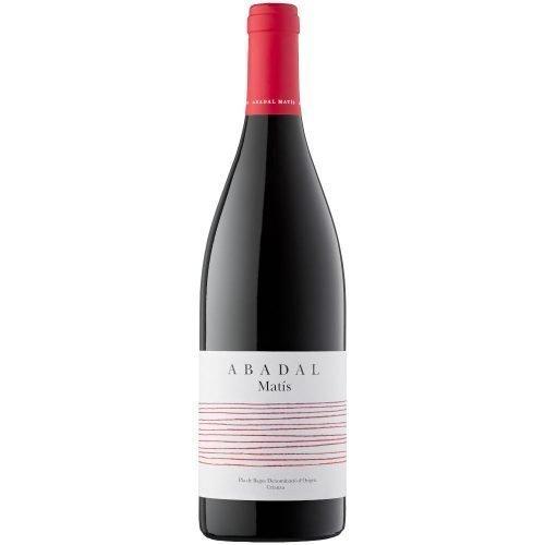 Botella de vino tinto de la DO Pla de Bages, Abadal Matis. Elaborado por bodegas Abadal, del grupo Roqueta origen